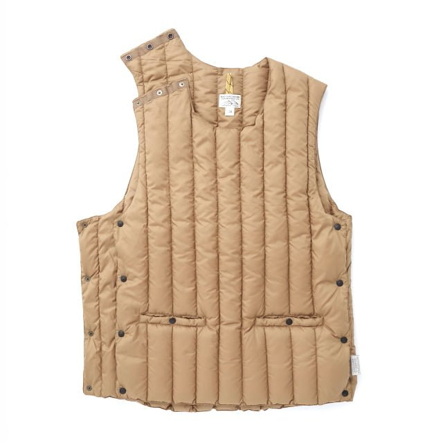 Rocky Mountain Featherbed - SIX MONTH VEST PULLOVER 輕羽絨背心 3