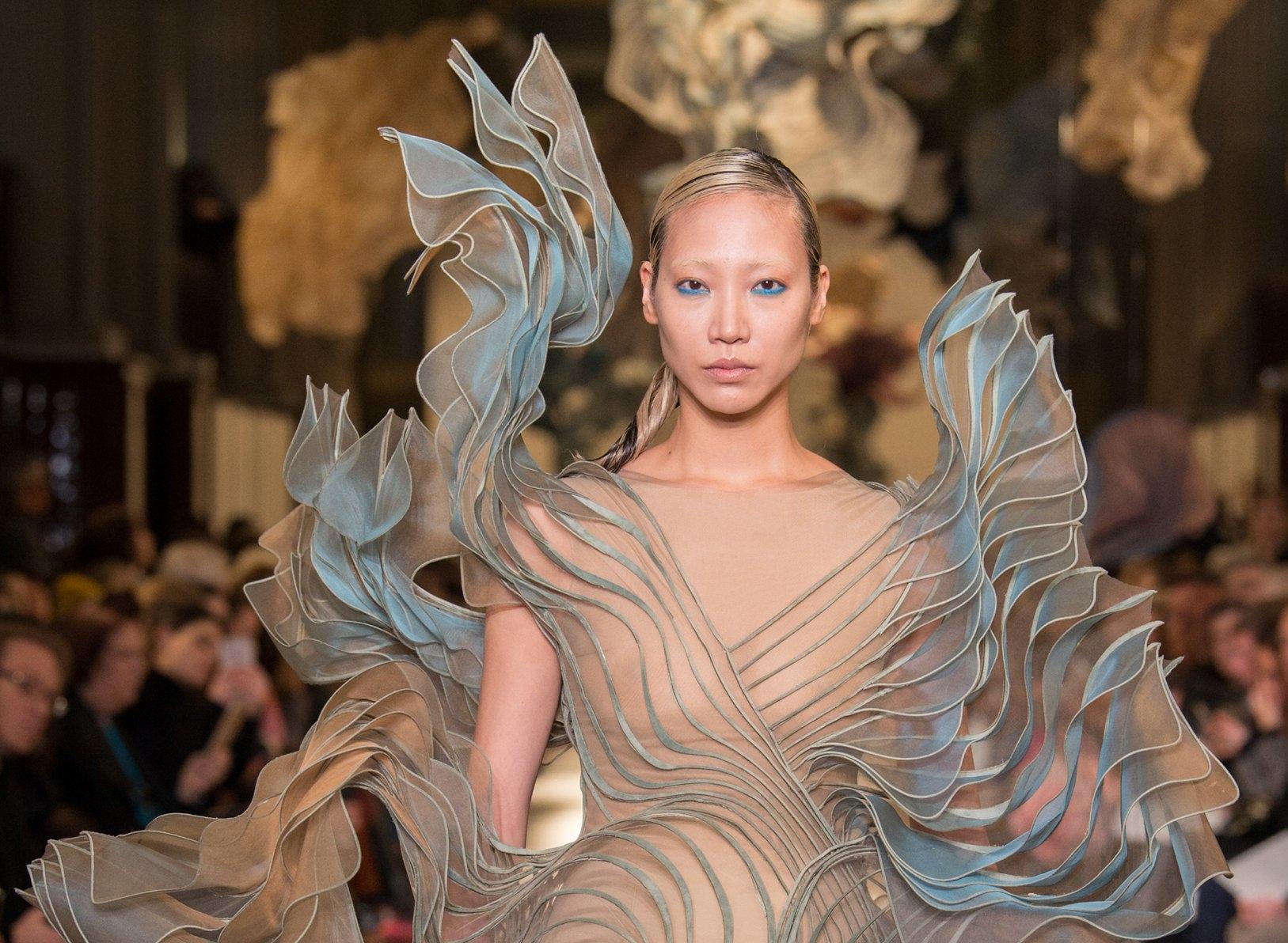 Iris Van Herpen S Couture 3d Printing Stars In Paris