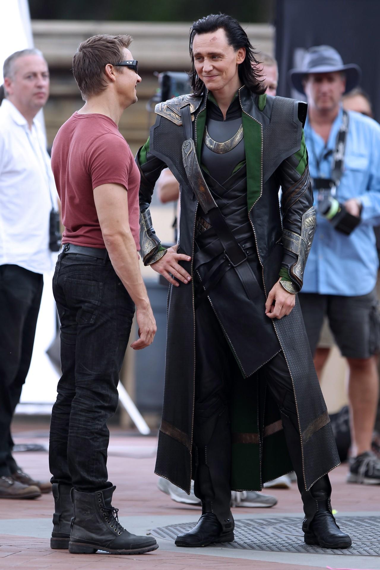 Tom Hiddleston Jeremy Renner