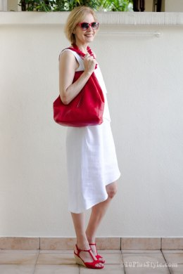 How to wear red over 40   40plusstyle com White dress with red accessories   40plusstyle com