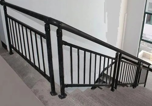 Stairs Iron Staircase Railing Rs 500 Foot Sri Devi Engineering   Stair Railing Design Iron   L Shape   Home   Residential   Aluminum   Oak And Iron