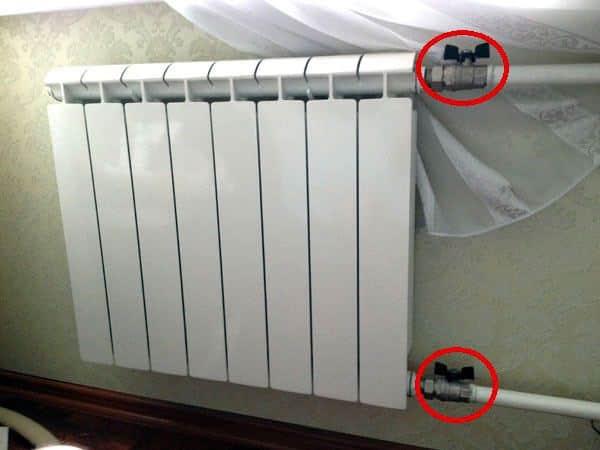 Открытие клапанов на батарее | Как спустить воздух из радиатора отопления