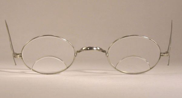 แว่นตาที่มีเลนส์ Bifocal