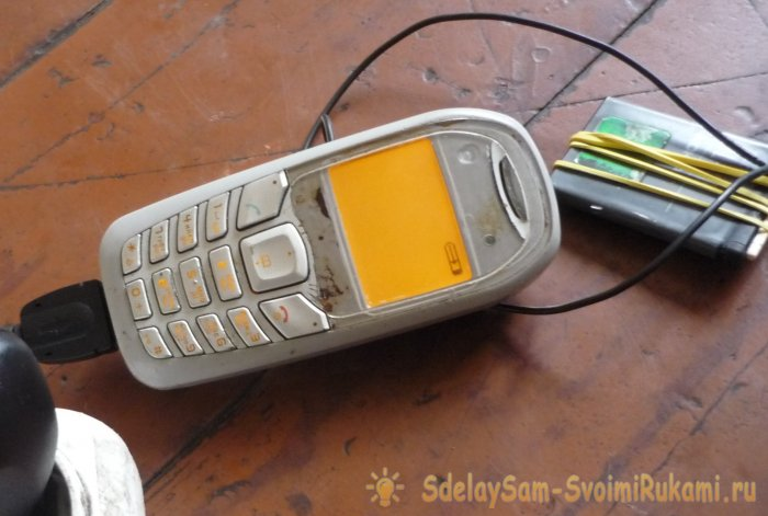 Jak nabít baterii oddělené s jiným telefonem