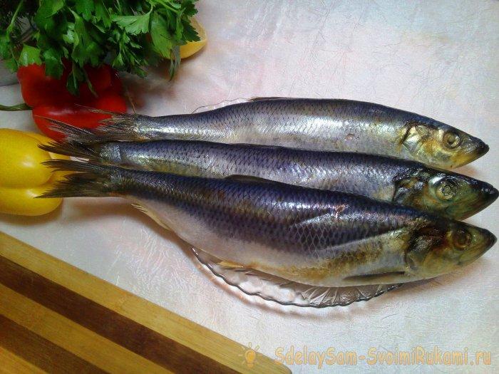 Paano magbalat ng herring sa tatlong mabilis na paraan