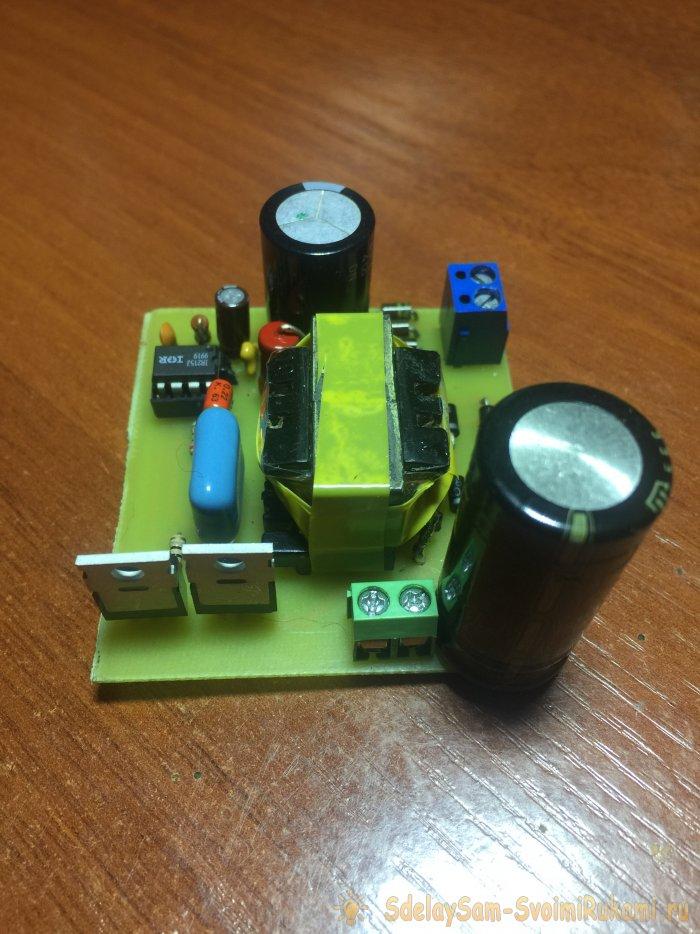 Kraftig puls strømforsyning med 12 volt med dine egne hænder