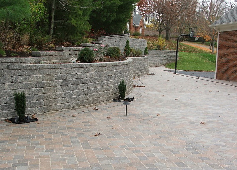 Paver Patio Designs Retaining Wall