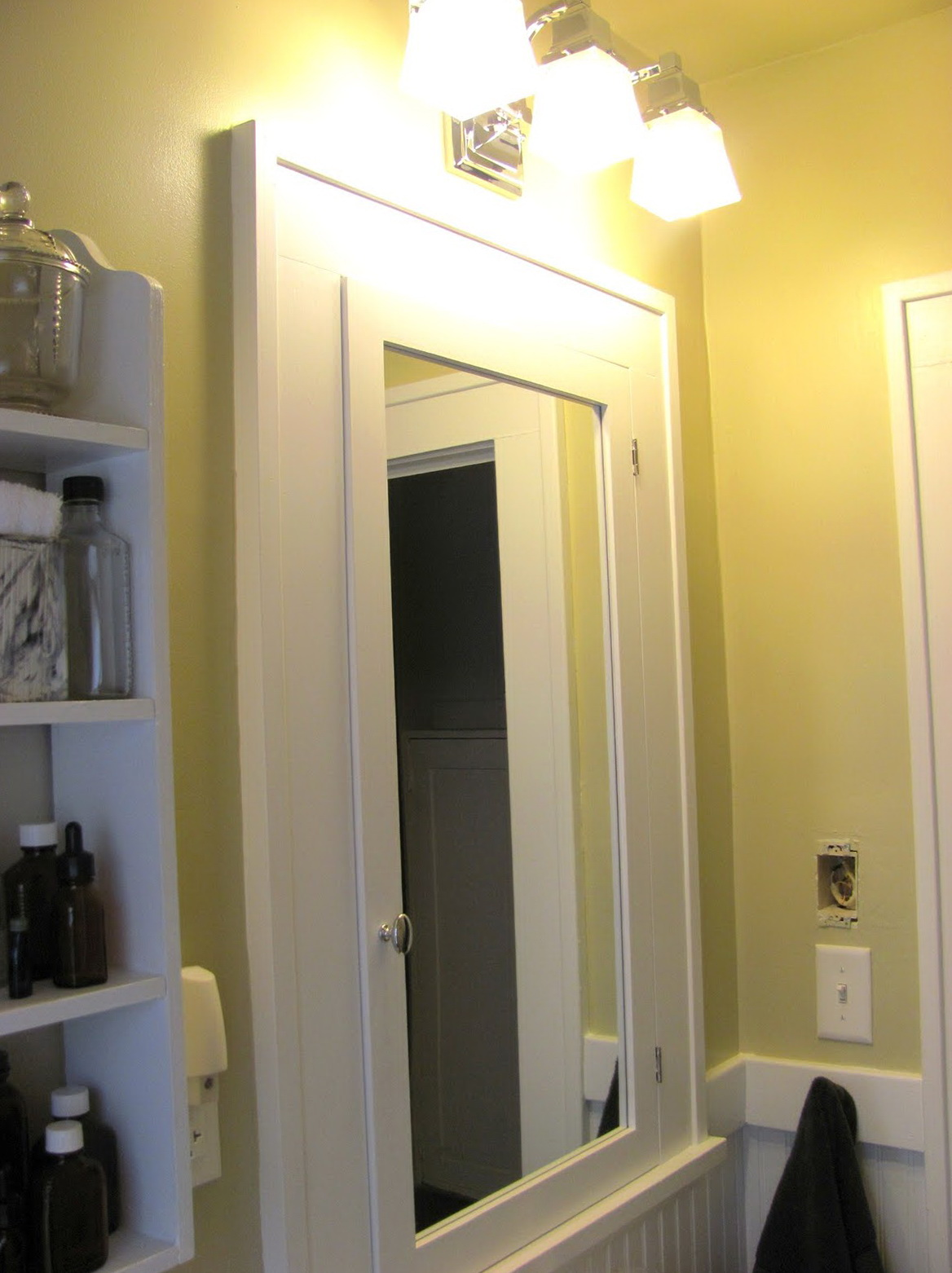 Medicine Cabinets With Lights And Mirror