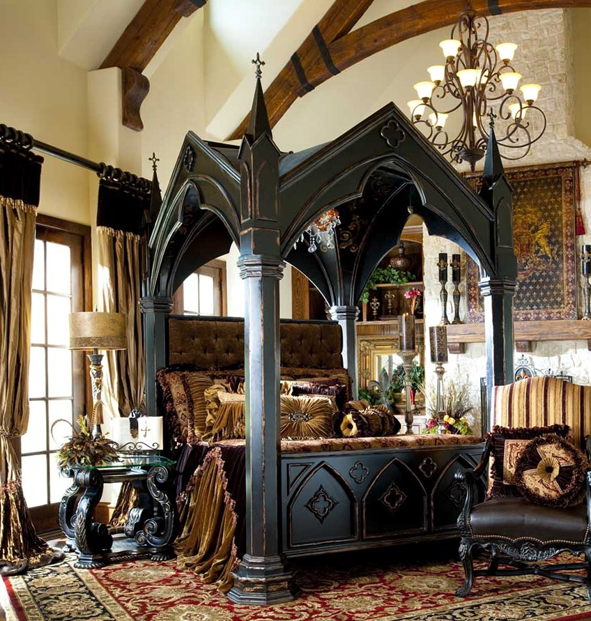 Quatrefoil Queen Canopy Bed