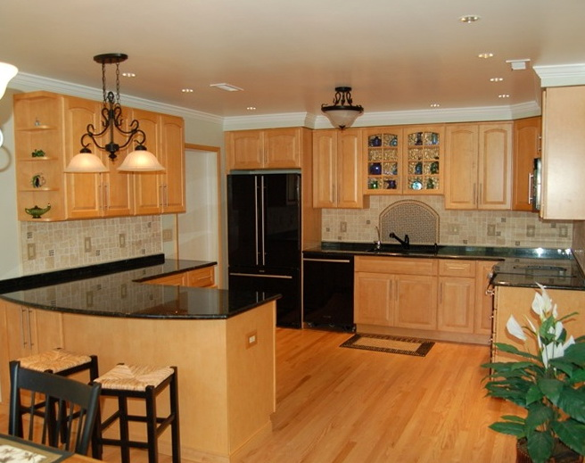 Kitchen Backsplash Pictures With Oak Cabinets