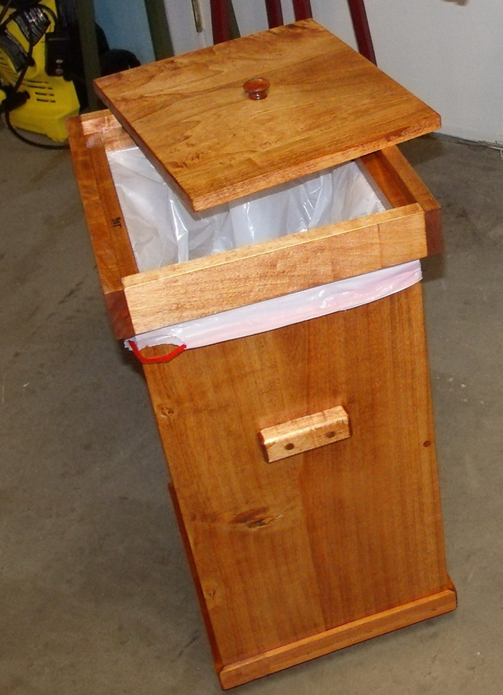 Kitchen Trash Can With Lid