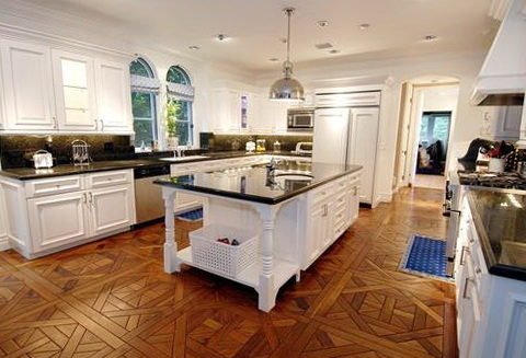 Kitchens With White Cabinets And Wood Floors