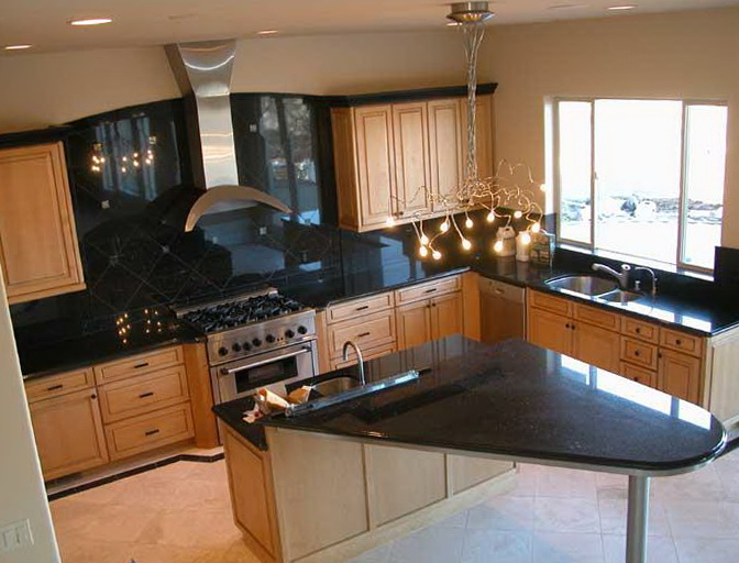Maple Kitchen Cabinets With Black Countertops