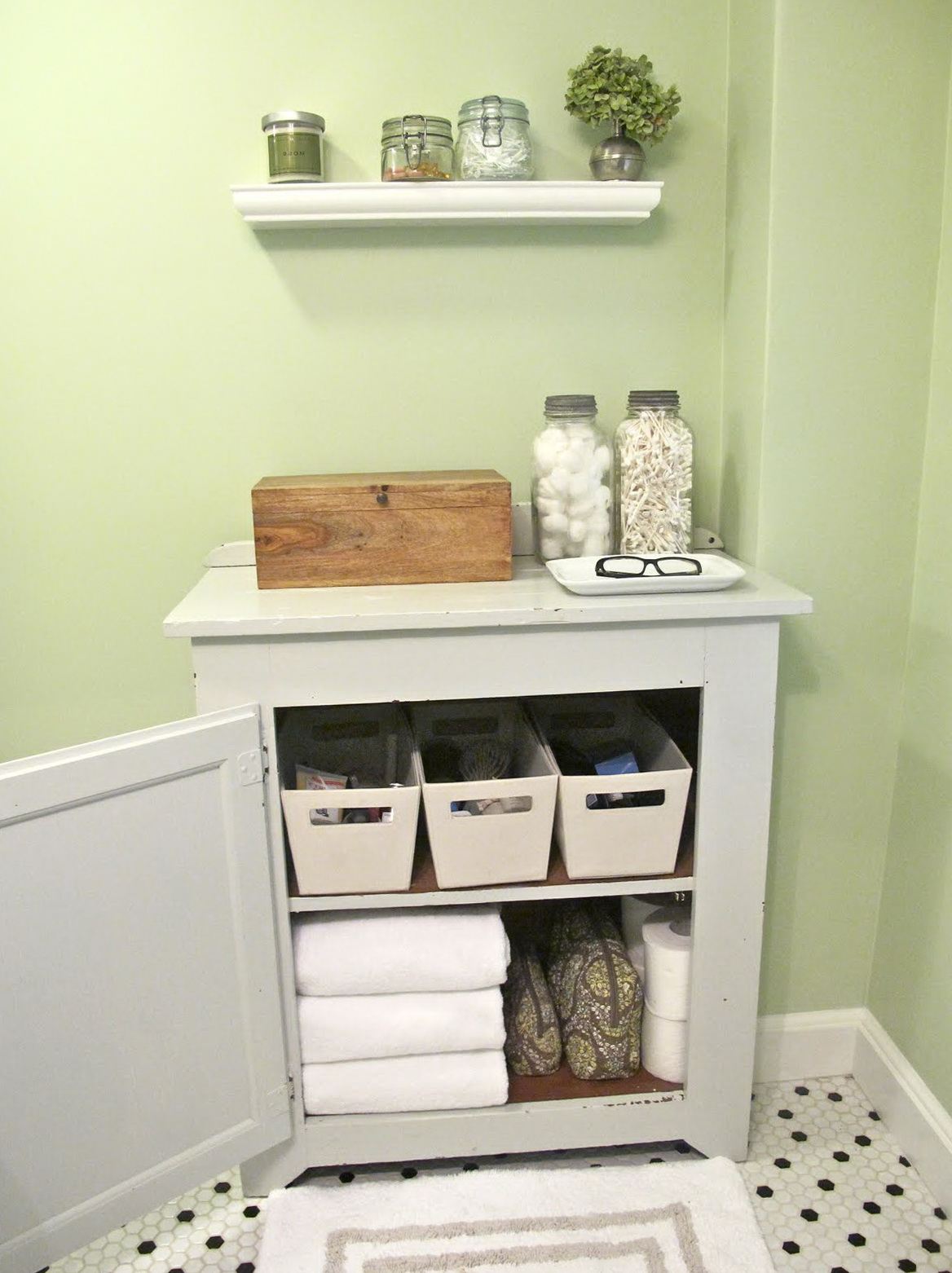 Tiny Bathroom Organization Ideas