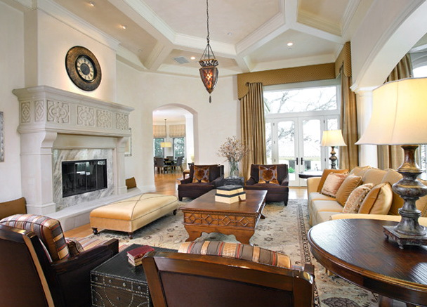 Traditional Living Rooms With Fireplaces