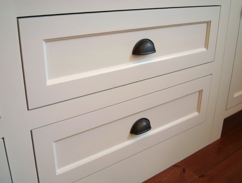 White Shaker Cabinets With Cup Pulls