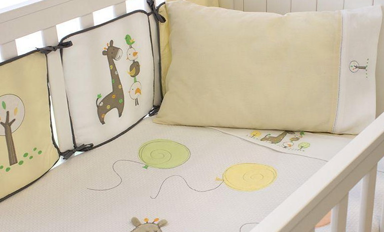 Yellow Giraffe Baby Bedding