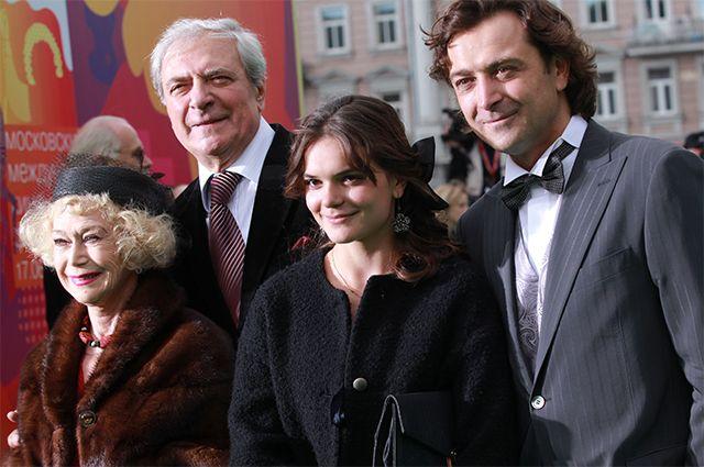 Семья актеров Лазаревых: Светлана Немоляева и ее супруг Алексадр Лазарев, их сын Александр Лазарев-младший и внучка Полина Лазарева. 2010 год.