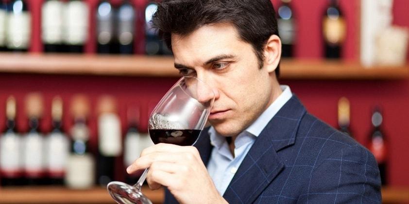 """Şarap eleştirmeni """"cep"""" olmayı göze alamaz, çünkü müşterisi son tüketicidir."""