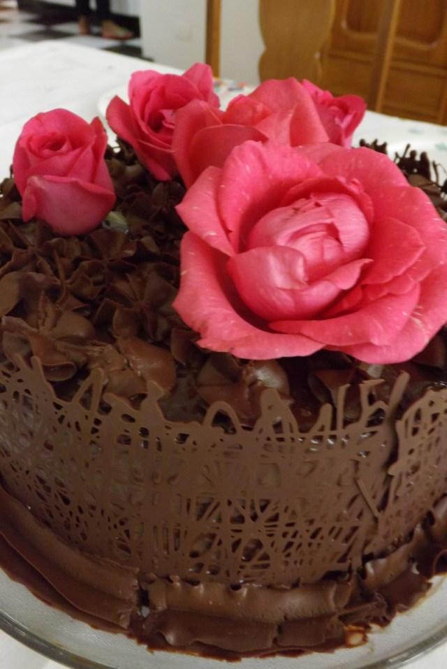Torta Decorada Com Rosas Narutais
