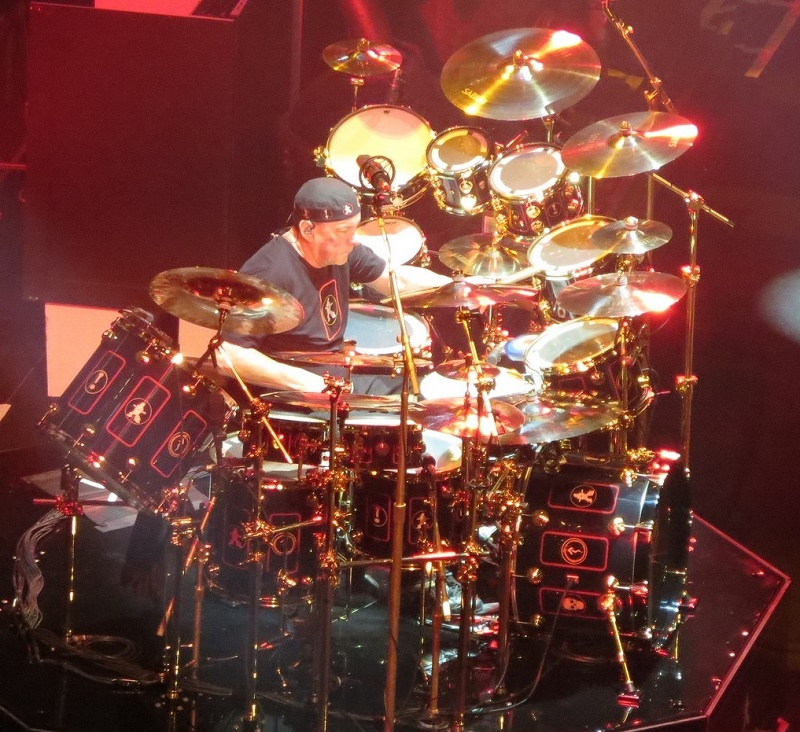 Neil Peart s R40 drums Above  Photo of Neil Peart in Houston  TX  by  mstmompj