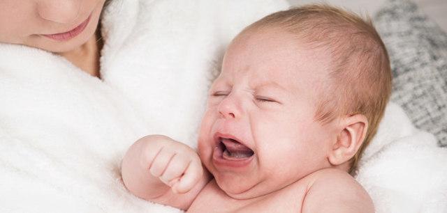 U kojenců snihot v Nasopharynk: Co dělat, jak se zbavit domů