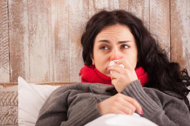 Горло болит и чешется, хочется кашлять: чем лечить