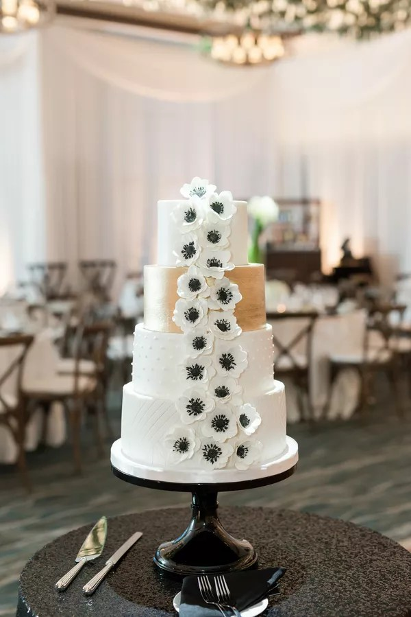 Black and White Wedding Cakes Black and White Wedding Cake  Classic Cake With Modern Details