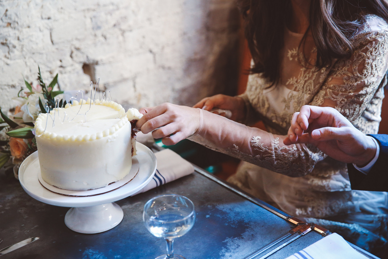 How To Make A Wedding Cake   A Practical Wedding