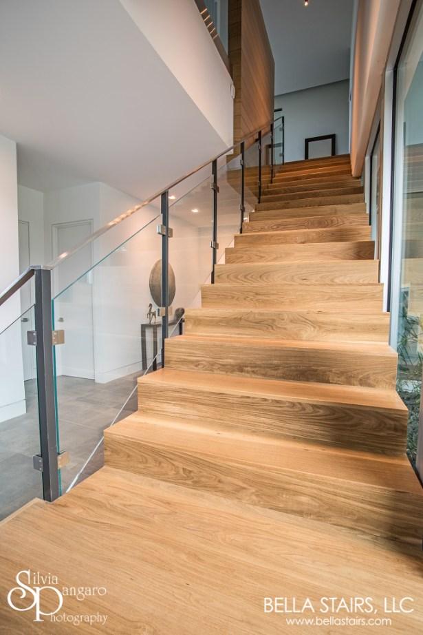 Custom Center Beam Glass Inlay Railings Bella Stairs Llc | Oak Handrail For Glass | Cottage Style | Glass Railing | Red Oak | Landing | Stair Railing