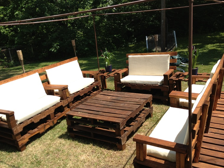 Mobili Da Giardino Con Pallet : Tavoli da giardino fatti con bancali: idee per arredare il giardino