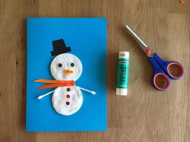 Мақта дискілерінен снеговикті қалай жасауға болады - ең жақсы жаңа жылдық қолөнер 21