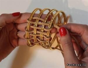 あなた自身の手で革のブレスレットを作る方法:マスタークラスとスキーム