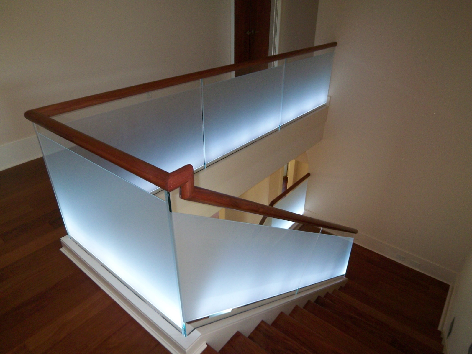 Modern Staircase Design Southern Staircase Artistic Stairs | Modern Wood Staircase Railing | Interior | Stylish | Wall Mounted | Contemporary | House