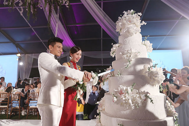 8 Mind Blowing Celebrity Wedding Cakes for Some Major  Cakespiration     Celebrity Wedding Cakes for Major Cakespiration Liu Shishi 2