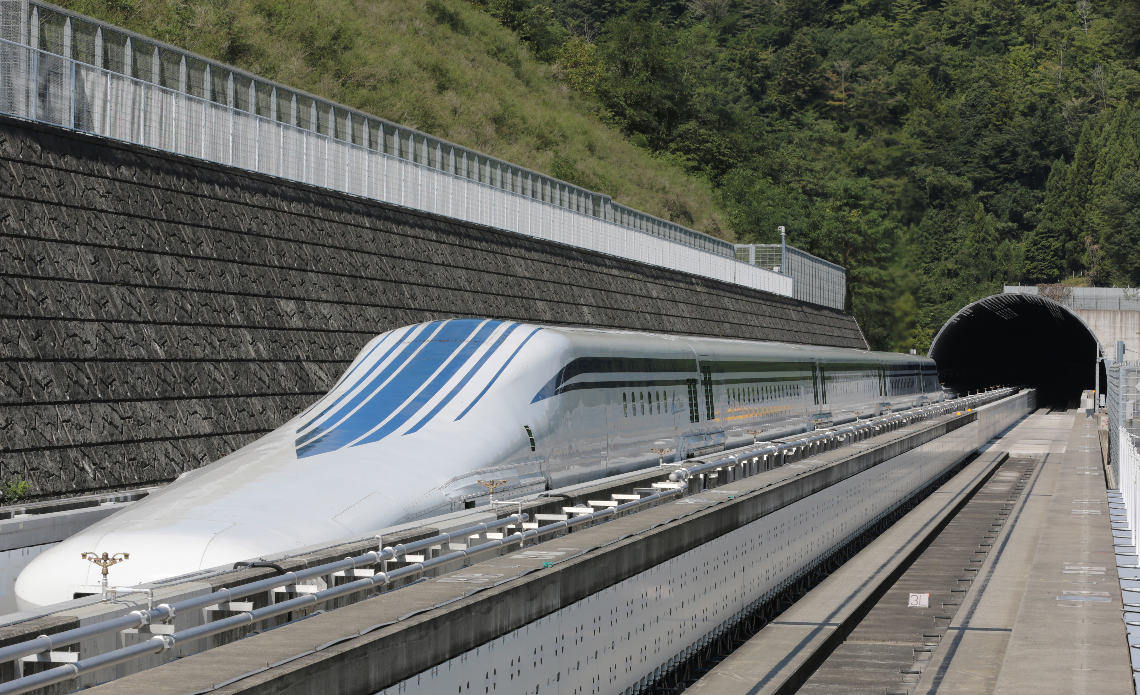 World's Fastest Train Resumes Trials as Japan Plans Maglev ...