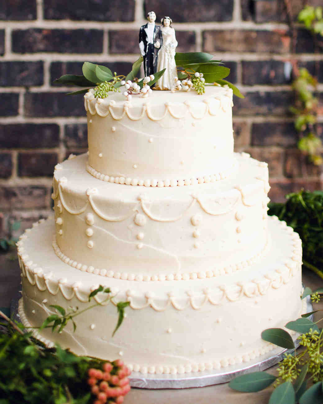 29 Wedding Cakes with Vintage Vibes   Martha Stewart Weddings Classic Wedding Cake