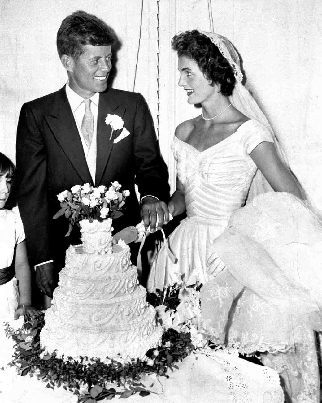 16 Vintage Celebrity Wedding Cakes You ve Probably Never Seen     Jacqueline Bouvier Kennedy and John F  Kennedy