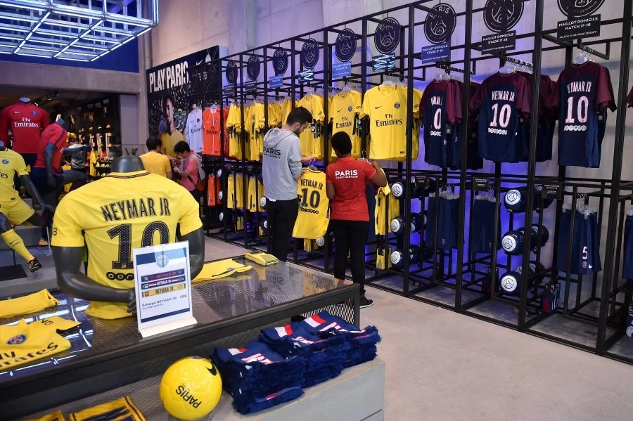 PSG sell 10 000 Neymar shirts on first day   New Straits Times     Employees of the official Paris Saint Germain  PSG  store display the new  jerseys of Brazilian striker Neymar Jr  not pictured  on sale in Paris   France