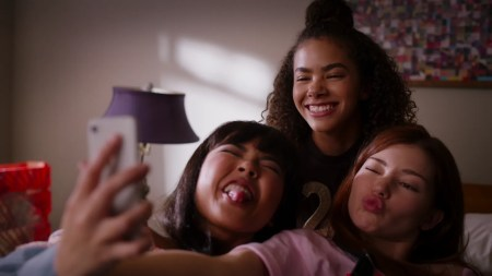ginny georgia netflix mother daughter dramedy shares photos release date teen vogue