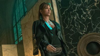 John Wick 3: Halle Berry Has Her Own Dogs in New Set Photo ...