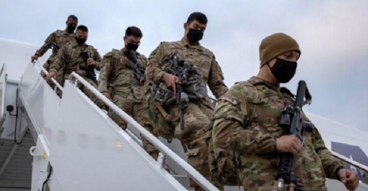 அமெரிக்க படை வீரர்கள் 100 பேர் இராணுவ தளபாடங்களுடன் ஆப்கானிஸ்தானில் இருந்து வெளியேறினர்