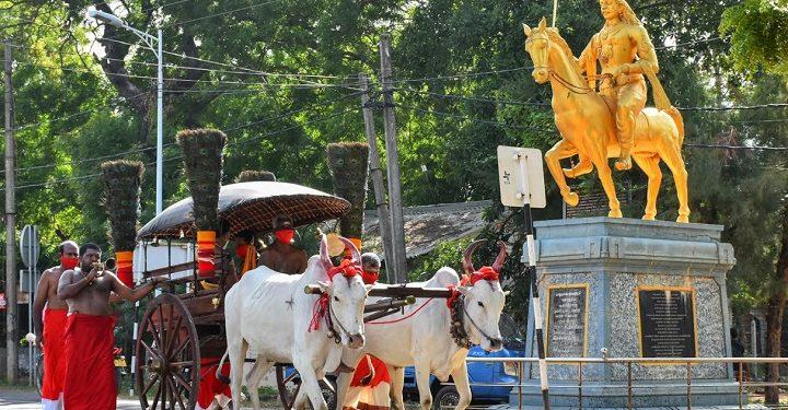 நல்லூர் கந்தசுவாமி ஆலயத்தில் கொடிச்சீலைக்கான காளாஞ்சி கையளிக்கும் நிகழ்வு