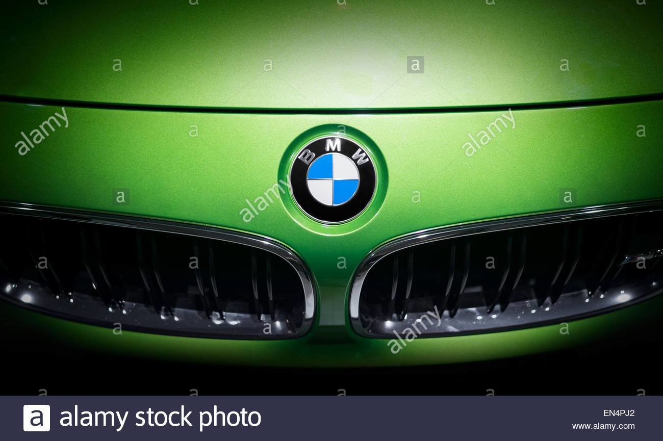 Latest Bmw Logo Emblem On A Green Car Shot Taken On A Car Free Download