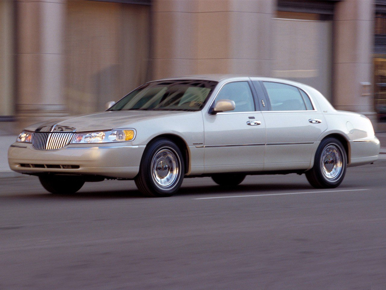 Latest Lincoln Town Car Specs Photos 2007 2008 2009 2010 Free Download