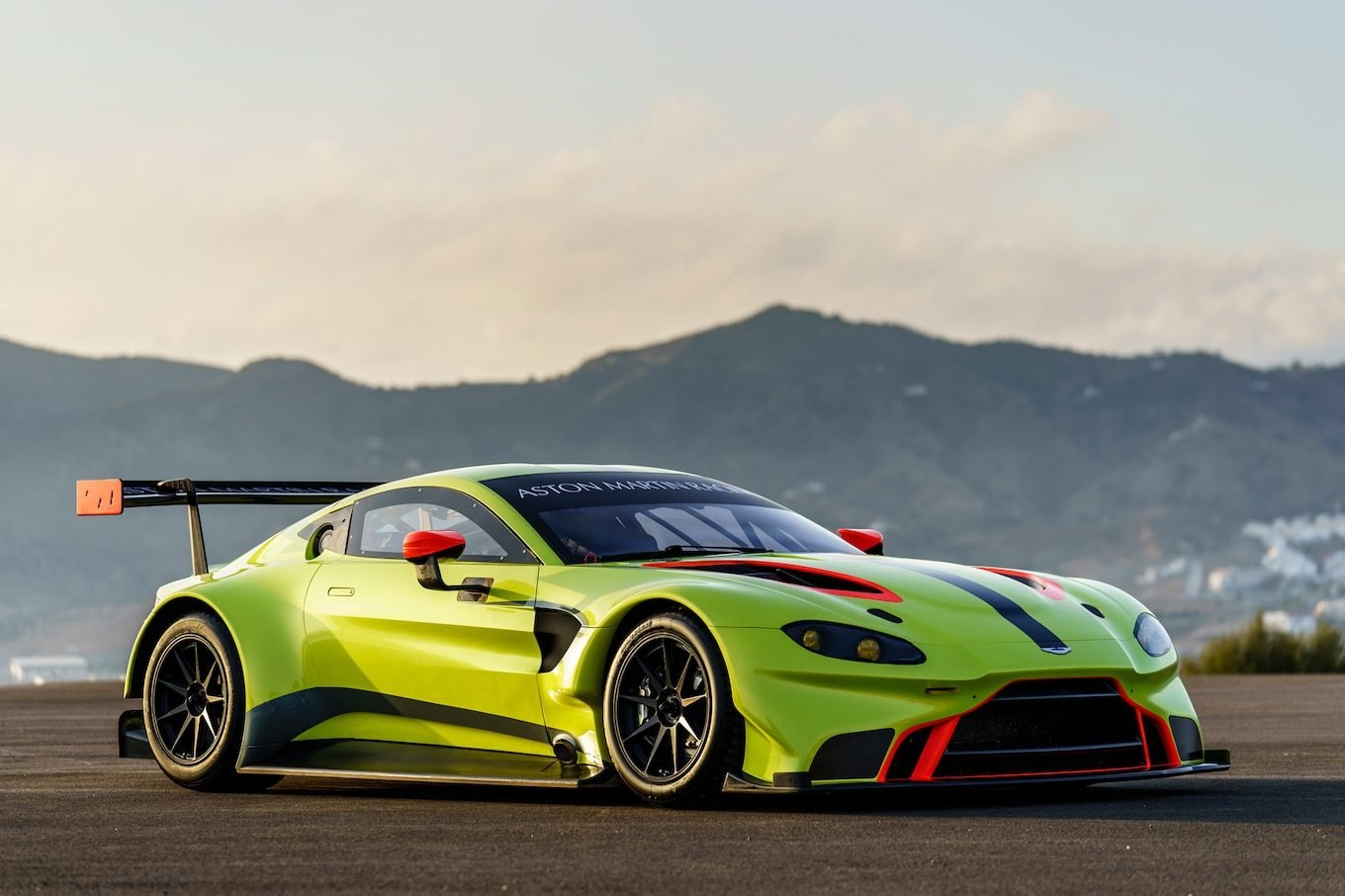 Latest Aston Martin Racing Debuts Vantage Gte Race Car Motor Trend Free Download