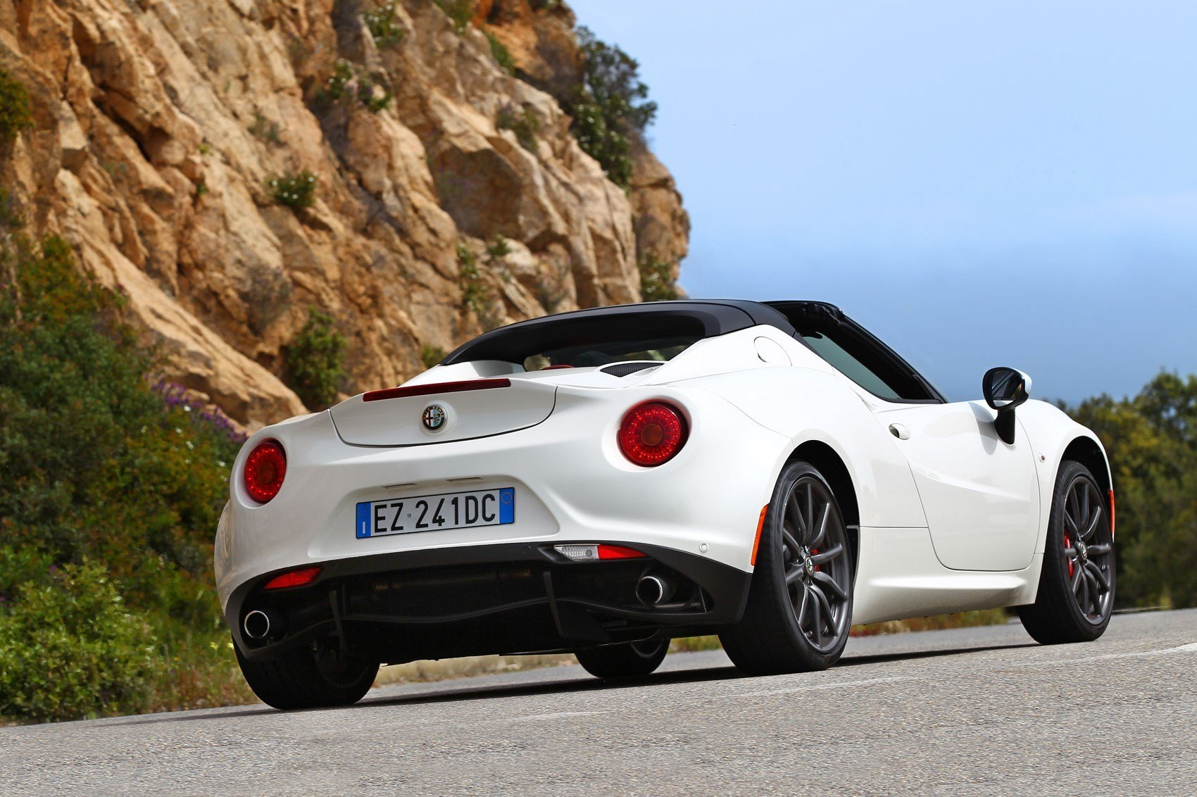 Latest Alfa Romeo 4C Spider 2015 Review By Car Magazine Free Download