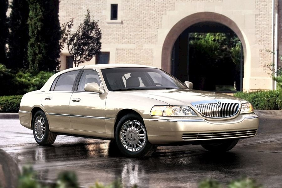 Latest 2011 Lincoln Town Car Reviews Specs And Prices Cars Com Free Download