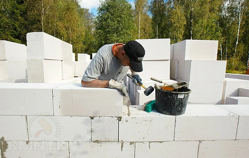 What to build a house: choose between foam concrete and aerated concrete