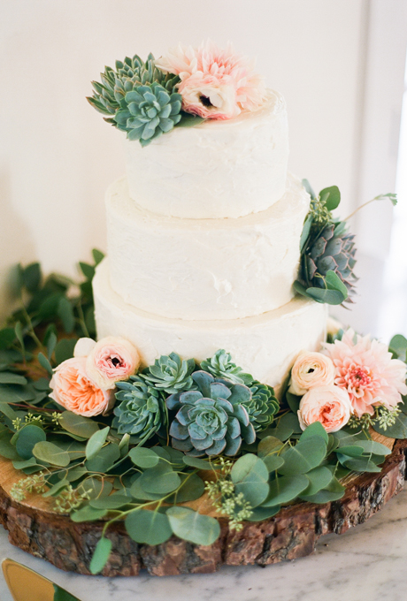 Wedding Cake with Succulents and Flowers   A Wedding Cake Blog Wedding Cake with Succulents and Flowers